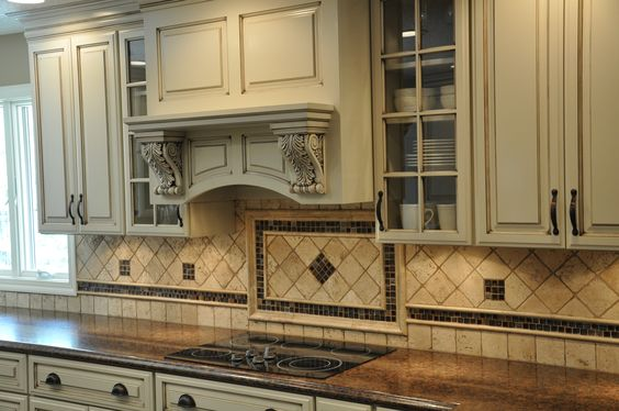 Natural Travertine Backsplash With Accent Pieces
