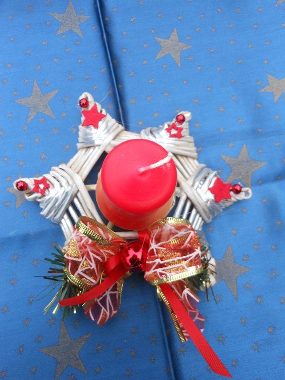 vánoční svícen pletený z papíru