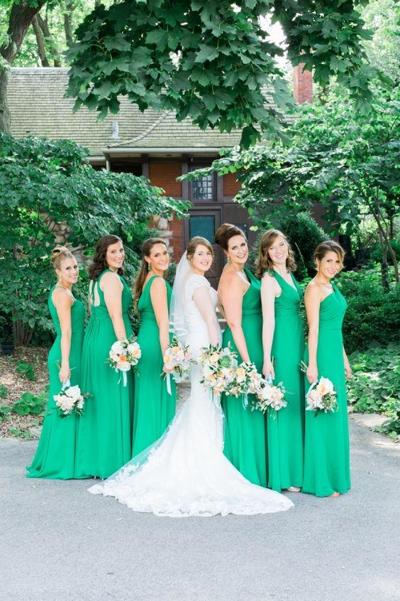 Kelly green-clad bridesmaids dresses: