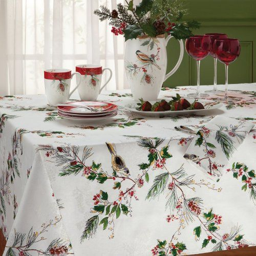 "Holly /& Red Ribbons Christmas Winter Decor Tablecloth 70/"" ROUND Table Decor"