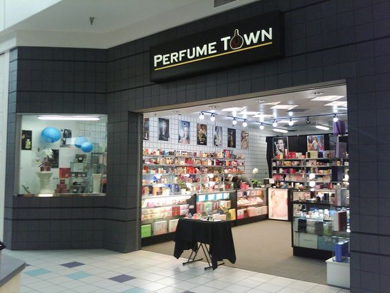 Perfume Town RIO! Come visit us for all your holiday needs!