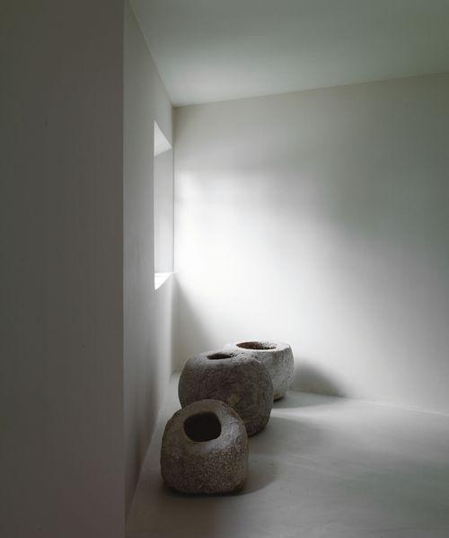 Axel Vervoordt ganhou renome como colecionador,antiquário, designer de interiores e, mais recentemente, curador. Ele conta entre seus clie...