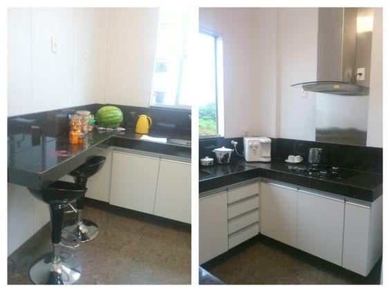 Projeto de reforma e marcenaria para cozinha. Em granito preto, mdf branco e inox.