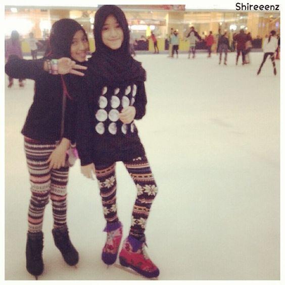 skate day With @darieenz and @nadyaalathrus  moon shirt: @tiffanyyshop thx berrrycool!!