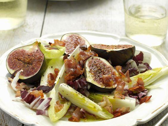Chicorée mit gegrillten Honig-Feigen und Pancetta | http://eatsmarter.de/rezepte/chicoree-mit-gegrillten-honig-feigen-und-pancetta