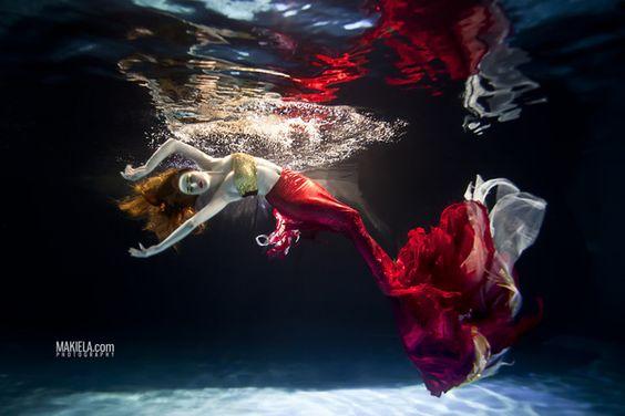Dubai Photographer underwater, fashion, commercial, corporate, wedding