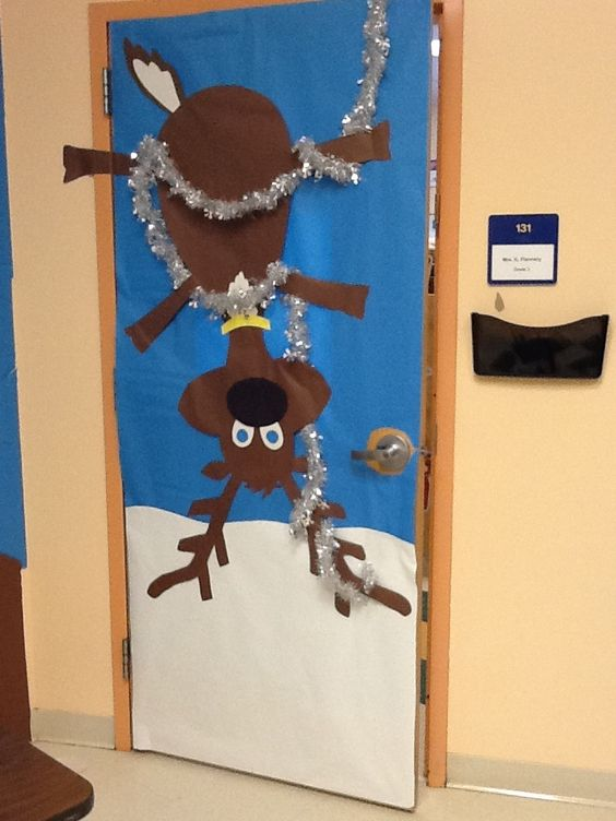 Class door doors and christmas on pinterest for Decoration porte classe hiver