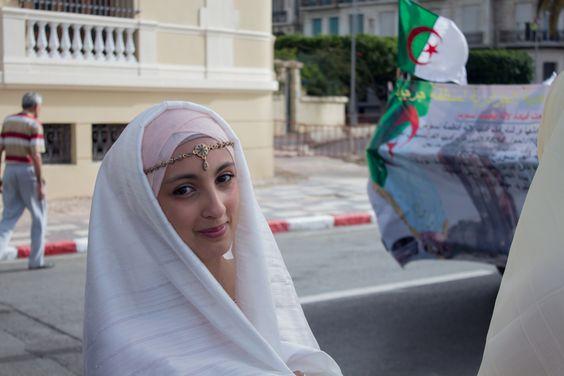 Algerian traditional outfit: Hayek Tenue traditionnelle algérienne: le hayek --Photo credit: @amineHorseman -- #algeria #outfit #tradition #traditionalOutfit #womanfashion #algerianoutfit #hayek #oran #algérie #tenueTraditionnelle #tenueAlgérienne #traditionAlgérienne #haik #وهران #حايك #الجزائر #تقاليد