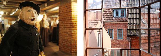 Geschichtenhaus im Schnoorviertel Bremen: Heini Holtenbeen und ein Blick aus dem Fenster.