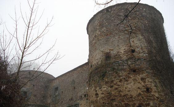CASTILLO DE QUINDOUS (Cervantes, Galicia - España)