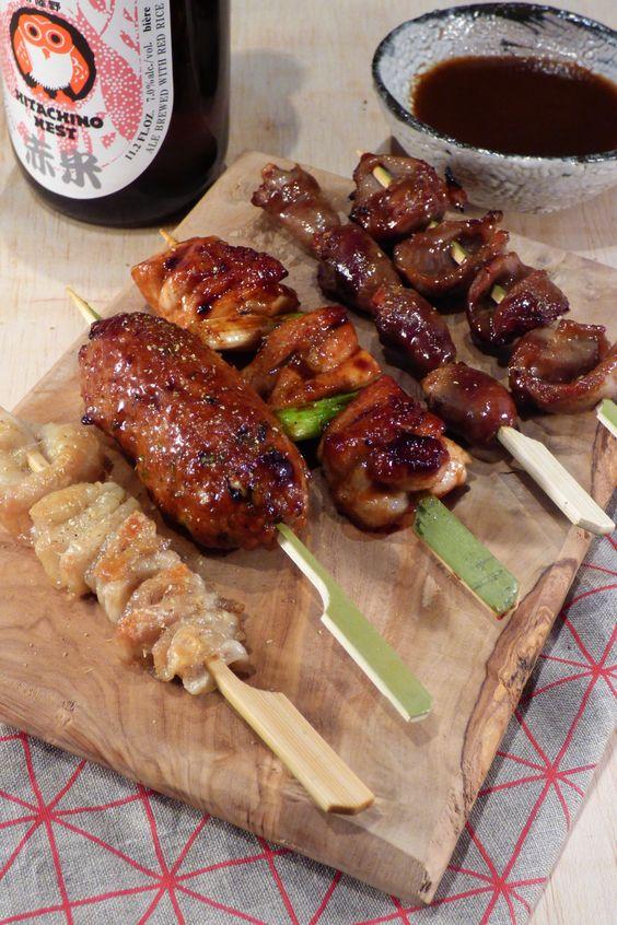 美味しそうな焼き鳥・つくねとミニ串盛り合わせ
