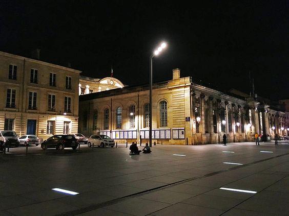 Вечером возле мэрии Бордо