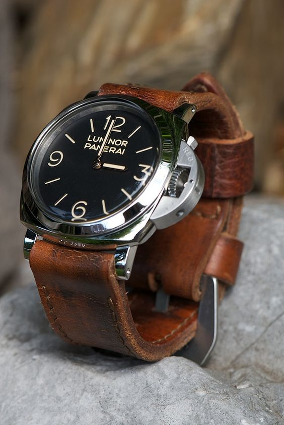 Panerai 372 menswear leather strap watch
