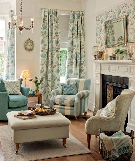 Uma casa toda florida em um tom de azul maravilhoso!!
