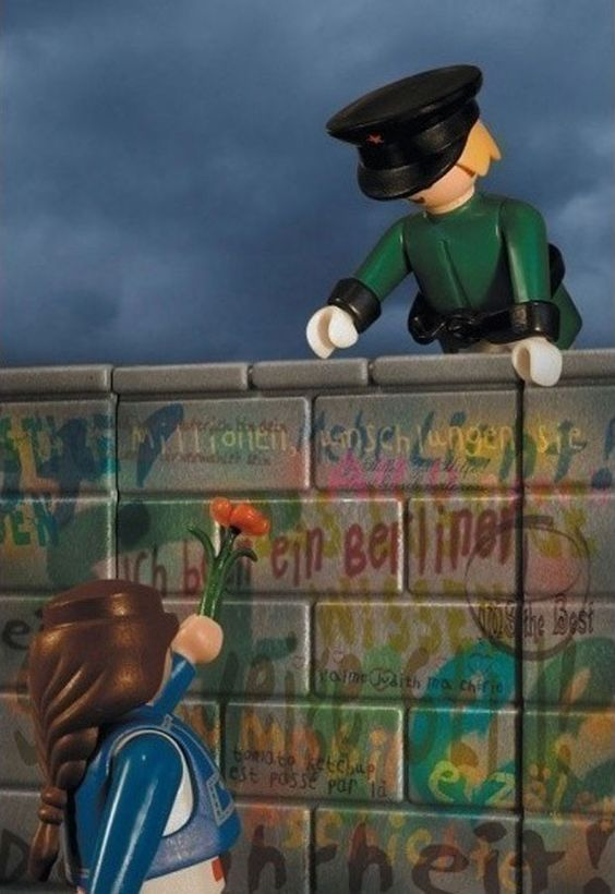 Playmobil by richard Unglik / la chute du mur de Berlin