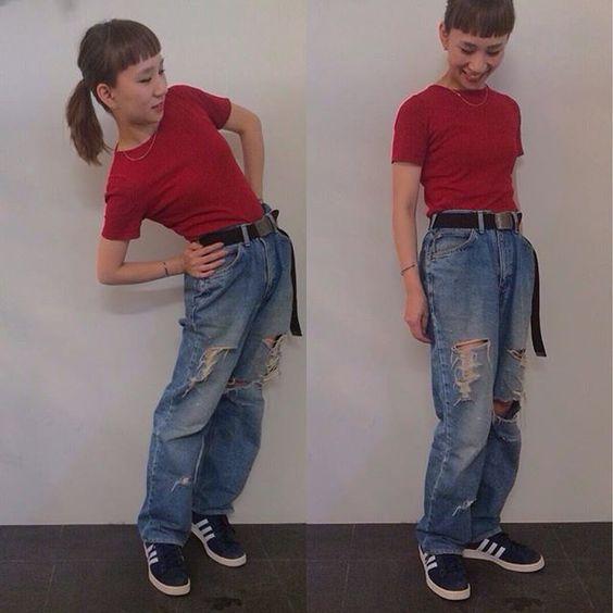 ROOTS stylist ヒコサカ  チビニット × ガチャベル × デニム × adidas campus  ゆるゆるのメンズパンツをベルトでギュッとしめて履く、ちょいダサな90sシルエットです #buddyhair_fashionnews#Lee#denim#古着#adidas