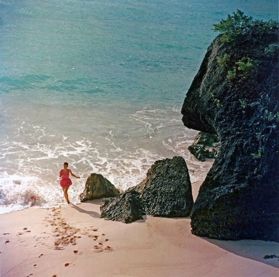 Slim Aarons, Hidden Beach: