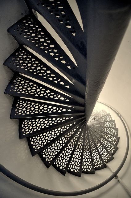 Stairwell in the lighthouse cage d 39 escalier du phare for Tapisser cage d escalier