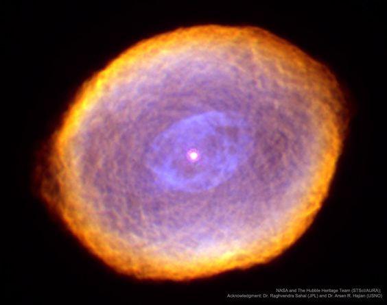 "IC 418:The Spirograph Nebula Image Credit:NASA,ESA和哈勃遺產團隊(STScI / AURA);  致謝:沙希(JPL)等  說明:什麼是創建IC 418的奇怪紋理? 被稱為""螺旋星雲"",與週期性繪圖工具相似,行星狀星雲IC 418顯示出不太了解的圖案。 也許它們與可變中心星的混沌風相關,這在幾個小時內不可預測地改變了亮度。"