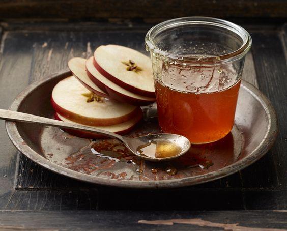 L'Shana Tovah (Photo by Renée Comet http://cometphoto.com/ ) #holidays #roshhashanah #apples #honey #foodphotographer #foodphotography