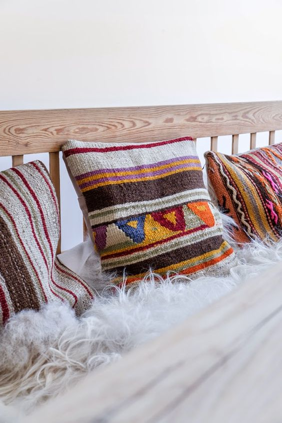 Pequena, acolhedora e muito charmosa, assim é a casa da blogueira holandesa Danielle de Lange, do ótimo The Style-Files.   A decoração é um...