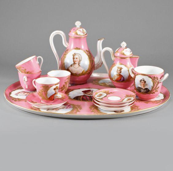 Set de cha em porcelana Francesa Sevres do sec.19th, 5,100 USD / 4,650 EUROS / 16,050 REAIS / 31,420 CHINESE YUAN https://soulcariocantiques.tictail.com