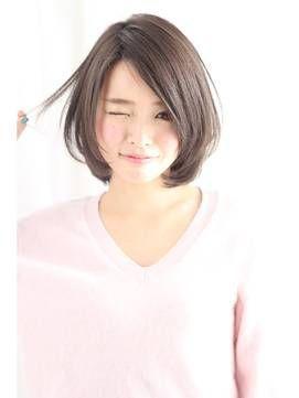 髪型 ヘアスタイル ミディアム ストレートなら前髪なしがおすすめ 耳かけでイメージアップ Getbeauty 日本人のショートヘア ショートのヘアスタイル 美髪