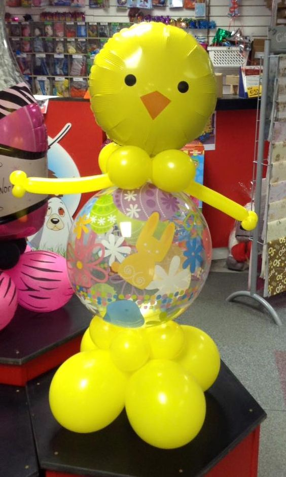 Easter chick balloon deco, how cute, what shall we call him?? #easter #balloons #balloonmodelling:
