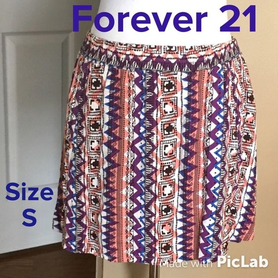 F21 Tribal Skater Skirt Size S Waist is 26 inches, Length is 16 inches. 2 pockets. Excellent Condition! Forever 21 Skirts Circle & Skater