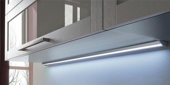 una barra led usata per l\'illuminazione in una cucina   Barre Led ...