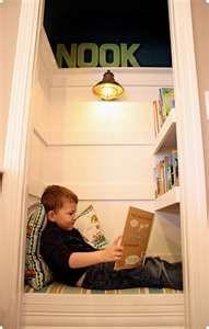 ¡Menudo refugio! Un armario empotrado reconvertido en un encantador rincón de lectura para niños