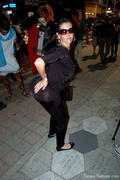 Helloooooooo J-Loooooooo!!!! That's some serious Guavaween booty!