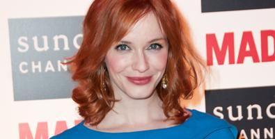 Schauspielerin Christina Hendricks hat sich an ihre rot gefärbten Haare gewöhnt.