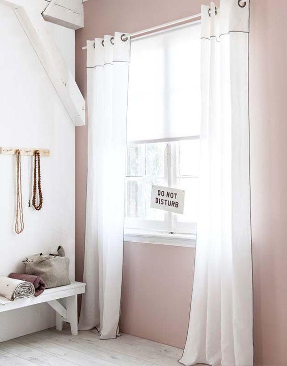 KARWEI   Door de fraaie stof van en de bijzondere afwerking van deze gordijnen geef je je interieur een sfeervolle uitstraling.