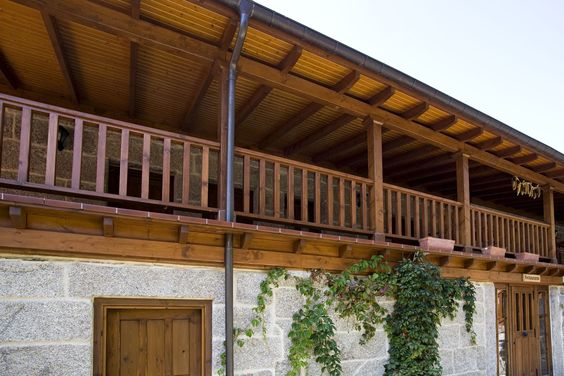Panel sándwich THERMOCHIP® combinado con piedra natural   Thermochip   #madera #wood #decoracion #design #arquitectura