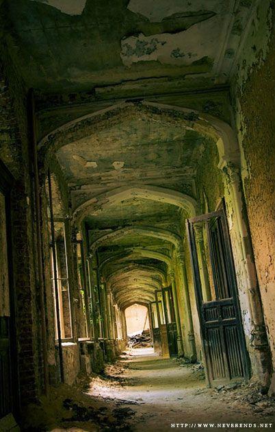 Ch teaux et manoirs l abandon abandon pinterest for Les plus beaux escaliers interieur