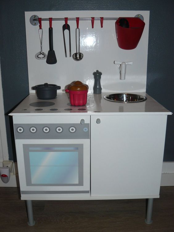 cuisini re enfant partir d 39 un meuble de salle de bain ikea diy pinterest ikea. Black Bedroom Furniture Sets. Home Design Ideas