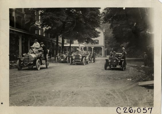 Motorists with automobiles in front of Kittatinny House, Delaware Water Gap, Pennsylvania, 1909 Munsey Reliability Run