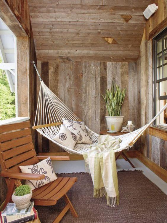 gem tliche mini h ngematte f r eine relax ecke auf einem. Black Bedroom Furniture Sets. Home Design Ideas