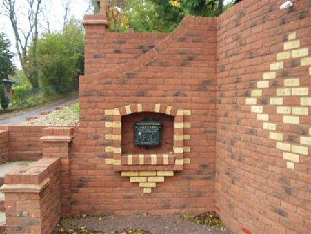 Garden wall with spe