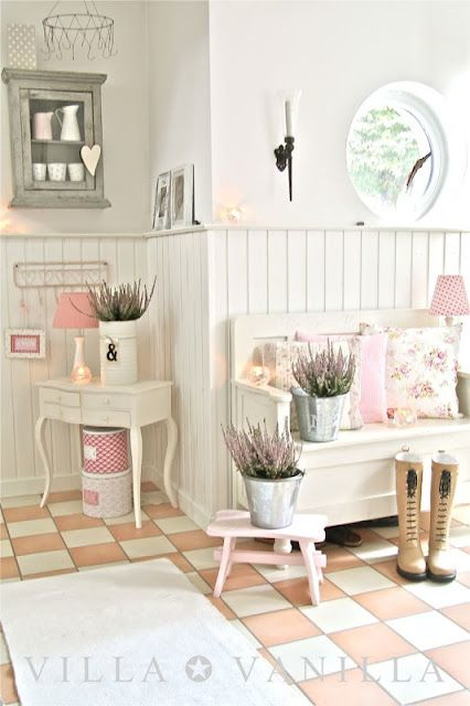 Charming Cottage Style Entry Room - Villa ✪ Vanilla ,love the wall boards.