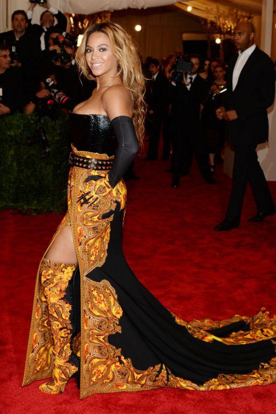 Beyoncé Knowles en la Gala del Punk del Metropolitan  http://www.zoomnews.es/galerias-imagenes/vestidos-las-celebrities-gala-del-punk-del-metropolitan