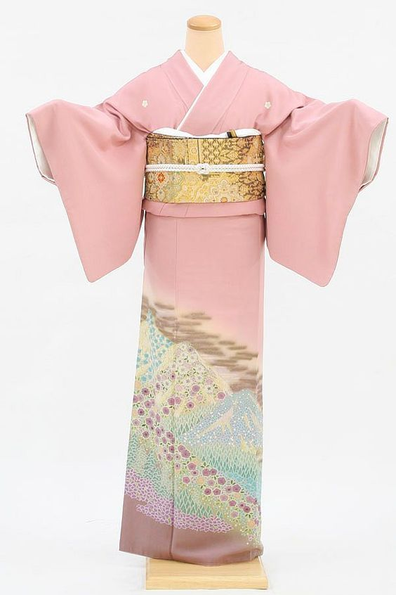 Tomesode | Tomesode – Formal Kimono for married women | WAttention - Discover ...:
