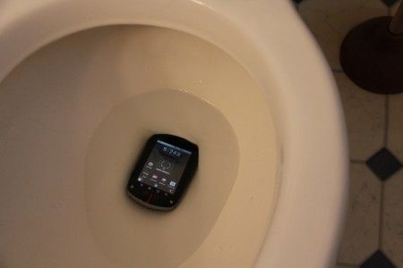 Δεν θα ξαναπάρεις ποτέ το κινητό στην τουαλέτα μετά αυτό το βίντεο
