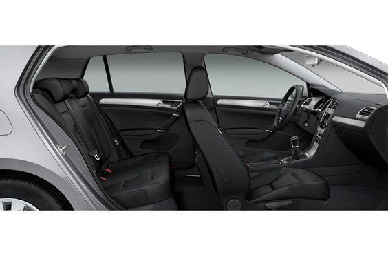 Vue de profil sur l'habitacle de la Volkswagen Golf  #Volkswagen #golf #citadine #voiture