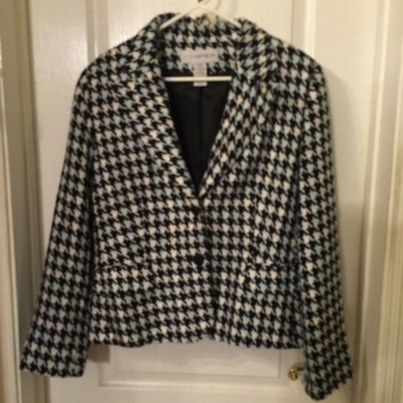 Black-White-Grey houndstooth Blazer Great looking blazer with pants, skirt, or jeans. The lt grey could be considered lt blue. It's difficult to tell. Sag Harbor Jackets & Coats Blazers