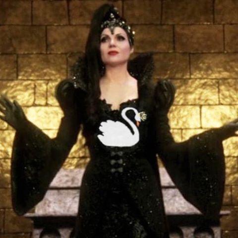 Haha I love it  #lanaparrilla #reginamills #evilqueen #evilregals #oncer #onceuponatime