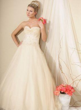 Model 1014Zapraszamy na przymiarki naszych sukienek w pracownii. Znajdziecie tu #tiulowe# #koronkowe# #muslinowe# i inne, zawsze #eleganckie# #suknie# #ślubne#