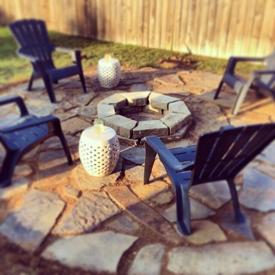 We love sharing #diy projects completed by our wonderful customers! This fire pit seating area was done this past weekend with time to spare! #WhizQ #WhizQStone #doityourself #fortworth #hardscape #firepit #stone #flagstone #decomposedgranite #weekendproj