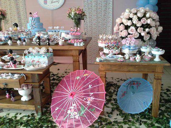 decoracao festa kokeshi: CUPCAKES E MAÇÃS DE CHOCOLATE FESTA KOKESHIS PARA 1 ANO DE BEATRIZ